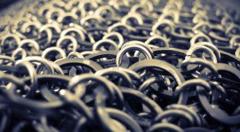 Eine Kettenrüstung besteht nicht selten aus 20.000 bis 30.000 Ringen. Eine gute Pflege ist das O und O damit Du lange etwas davon hast.