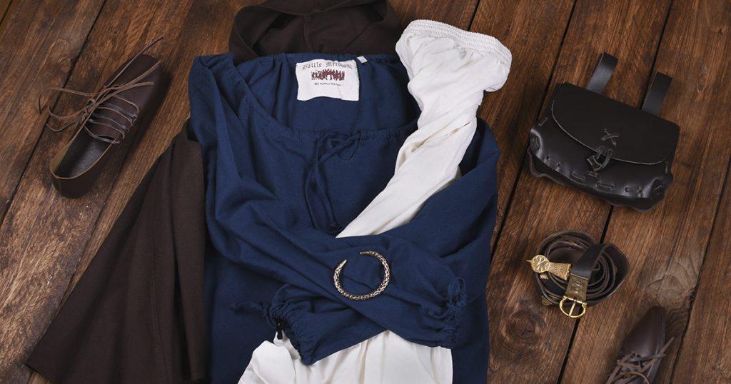 Für die fertige Gewandung werden Mittelalter Outfits zusammengestellt.