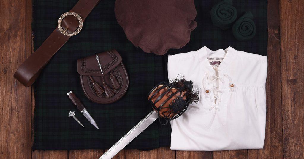 Alles für den Schotten: Kilt, Hemd, Sporran, Breitschwert und Accessoires.