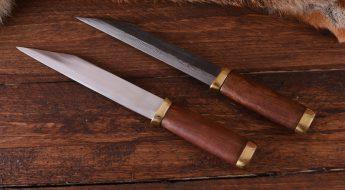 Das Wikinger Sax gibt es in verschiedenen Ausführungen: lang, kurz, mit Klinge aus Damast- oder Karbonstahl