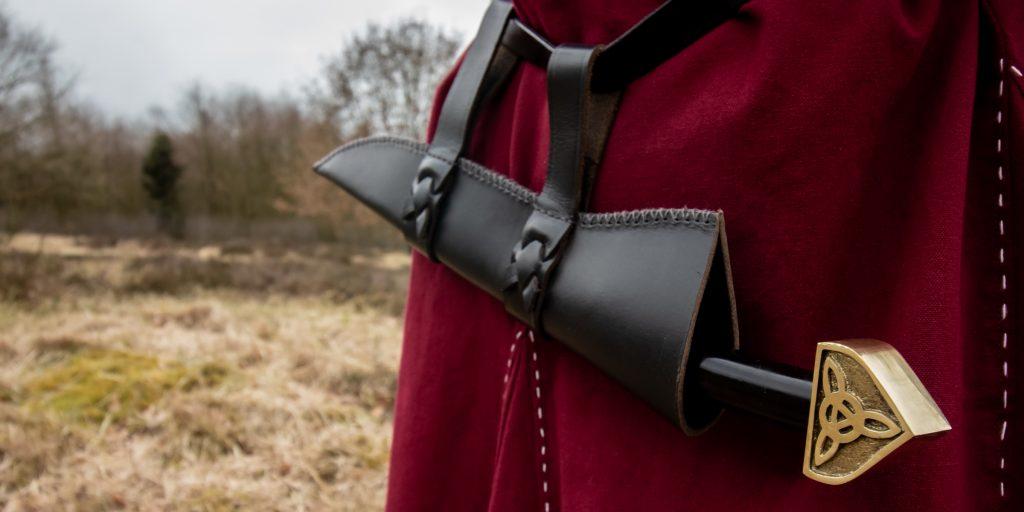 Das Wikinger Sax wurde für gewöhnlich mit der Schneide nach oben am Gürtel getragen.