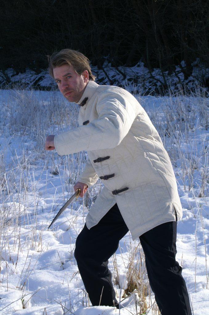 Tipps bei Kälte: Ein Gambeson hält schön warm.