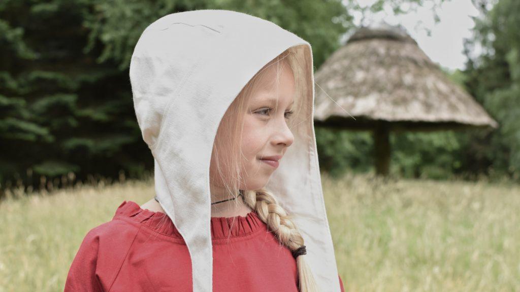 Auch Kinder trugen im Mittelalter Bundhauben.