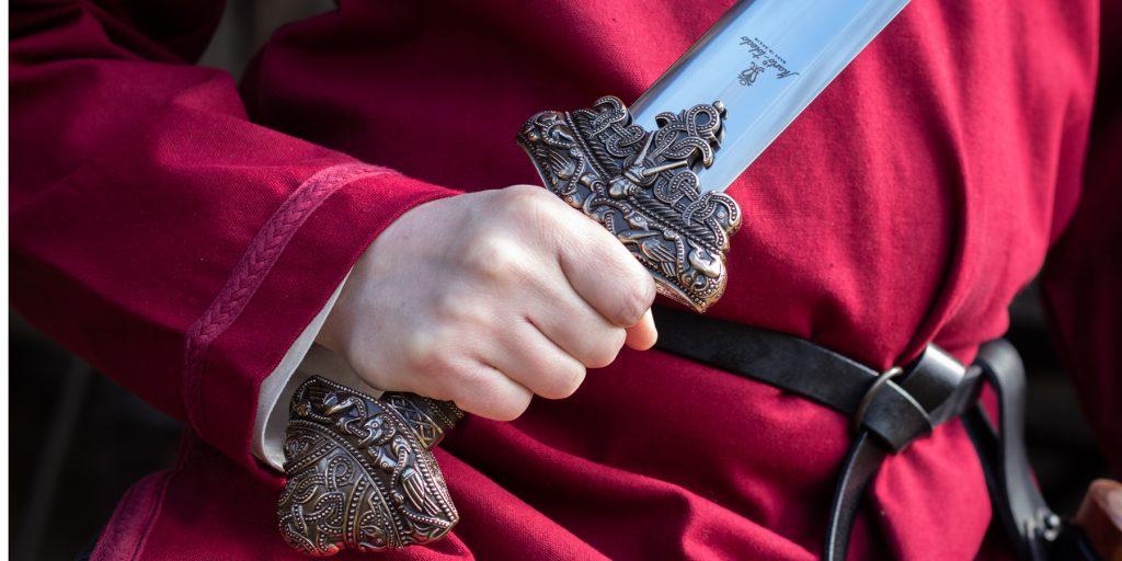 Replik eines Wikinger Schwertes, das in Dybäck gefunden wurde.