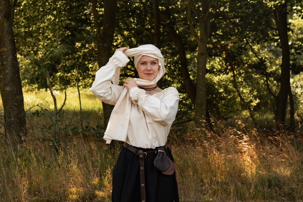 How to tie a medieval headscarf - step 4