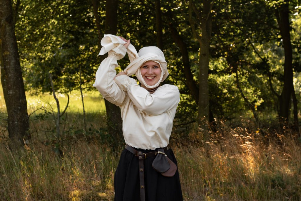 How to tie a medieval wimple - step 5