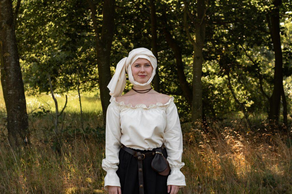 So wickelst du das Mittelalter Kopftuch - Schritt 6