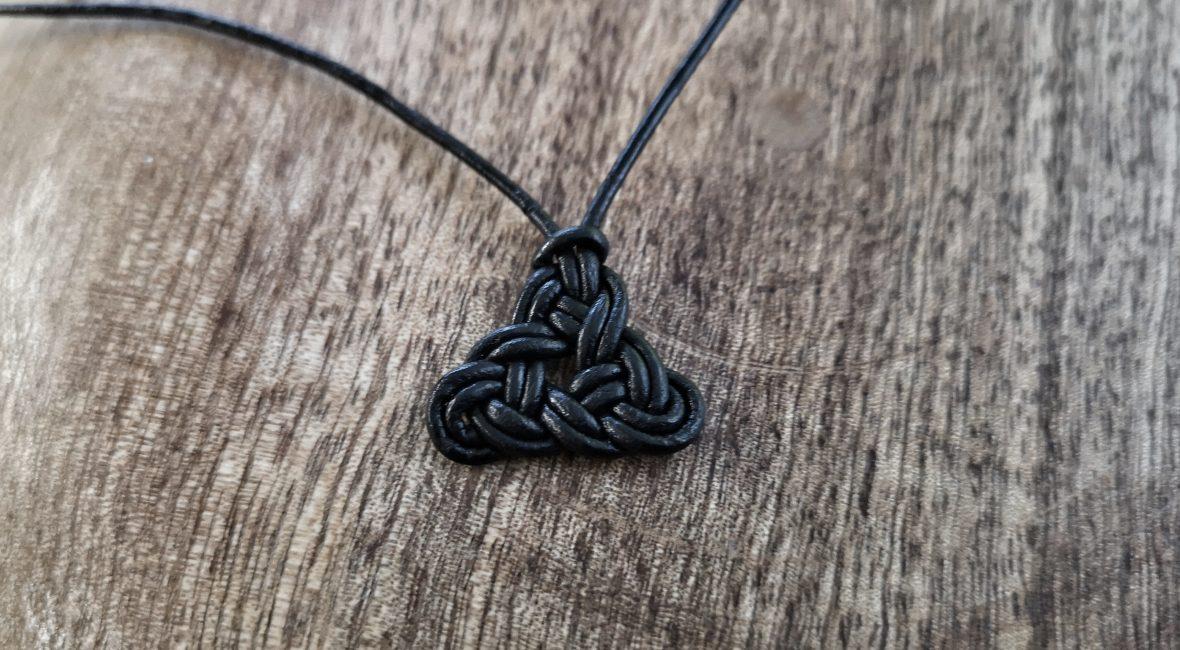 Einen keltischen Unendlichkeitsknoten knüpfen Schrit für Schritt