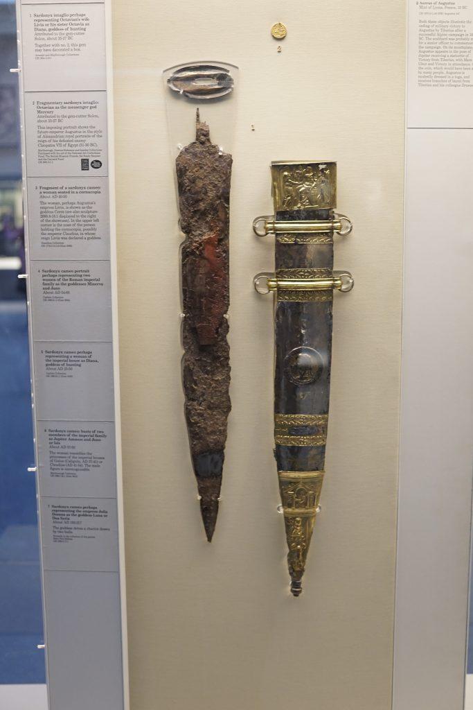 Originalfund des Tiberius-Schwertes, der auf das Jahr 15 n. Chr. datiert ist. Es befindet sich im Bristish Museum.