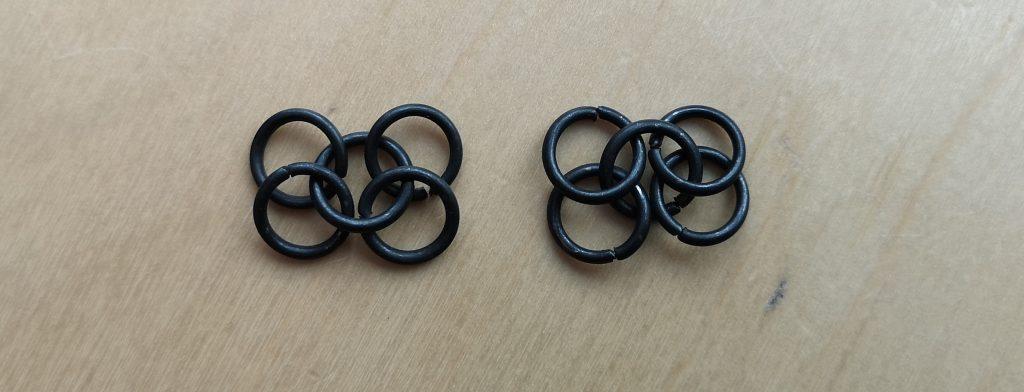 Achte beim Knüpfen des Kettengeflechts darauf, dass die Ringe in alle in die gleiche Richtung zeigen.