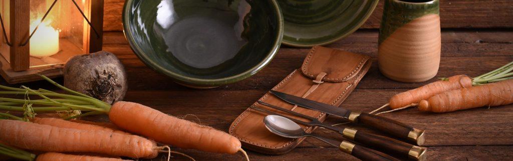 Gut gerüstet für das Mittelalterlager: Geschirr und Besteck gibt es in verschiedenen Ausführungen