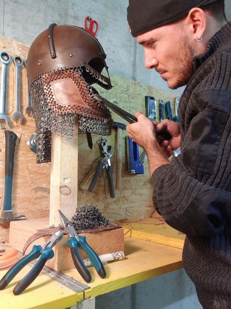 Gjermundbu Helm mit Kettenbrünne