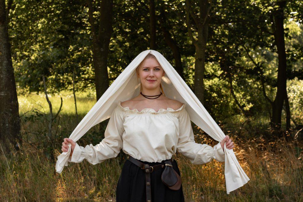 Anleitung Mittelalter Kopftuch (headscarf) binden - Schritt 1